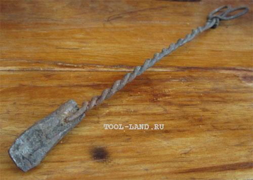 Старинный молотковый паяльник нагреваемый, например, на костре