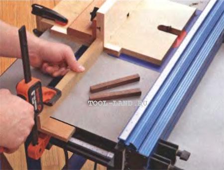 Фиксация расстояния от края стола до накладки