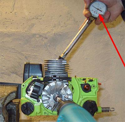 Измерение компрессии двигателя бензопилы